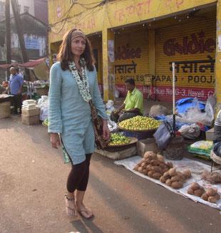 Simone auf dem Markt in Goa