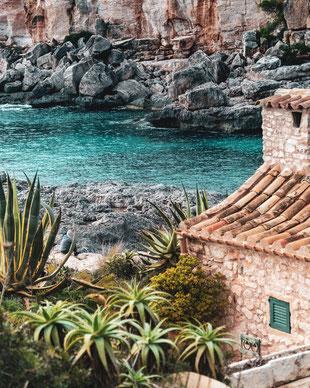 Mallorca Photo by Paul Gilmore on Unsplash-Mallorca-Cala s'Almonia