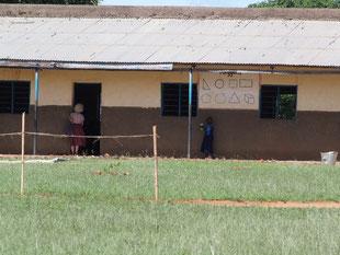 教室を覗くmama-Lamunu