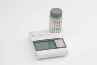 写真:尿検査の機械