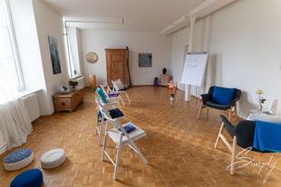 2020_Lisa_Straub_SoundandHealing-Seminarraum, offen, hell und einladend, Thetahealing