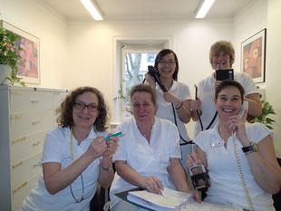 Vorne von links: Frau Medow, Frau Jensen, Frau Gauda.  Hinten von links: Frau Ho, Frau Pusch