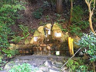 御所市祈りの滝の湧水