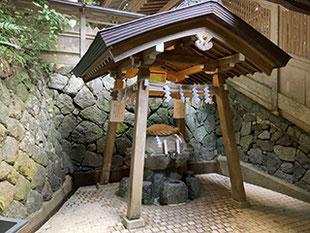 奈良県桜井市にある狭井神社の御霊水