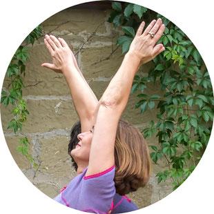 Heilpraktikerin und Yogalehrerin Birgit Lenarz bietet  Yogatherapie , Yogakurse und Einzelstunden in ihrer Naturheilpraxis in Wedel bei Hamburg an. Sie gibt Svastha Yogatherapie Seminare (Günter Niessen/Ganesh Mohan) Hamburg, Konstanz, Berlin, Leipzig