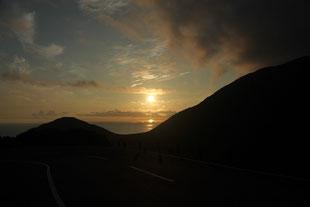白谷雲水峡からの夏の朝焼け(白谷雲水峡ガイドツアー)