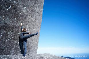 山頂で、アラベスクポーズ,太忠岳,ガイドツアー,屋久島,12月