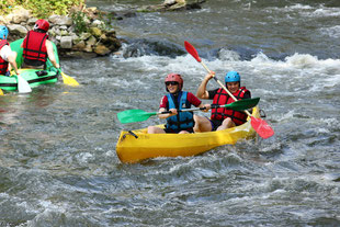 Raftings et kayaks se côtoient