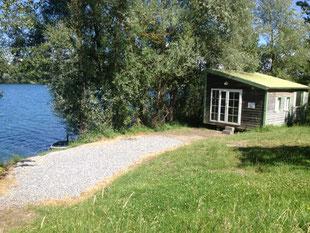 cabane de pêche à l'esturgeon à IKTUS, au bord de l'eau