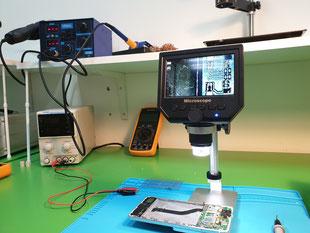 puesto con microscopio digital
