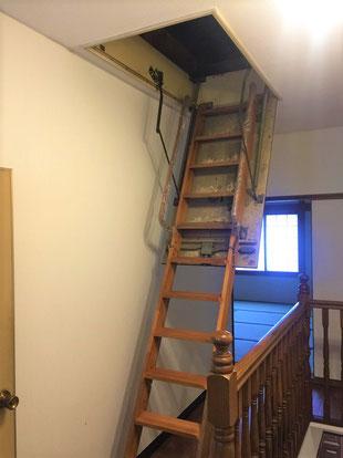 屋根裏への梯子 消防法 建築基準法
