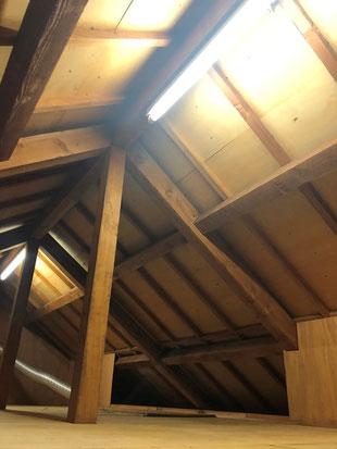 屋根裏にも照明 消防法