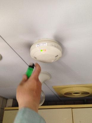 ガスを検知すると赤いLEDが点灯して音響鳴動