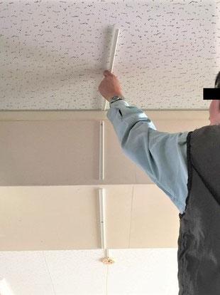 天井の場合は下から人が見てズレを確認 電線モール