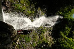 マイナスイオンが充満する滝つぼ