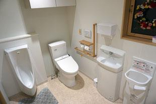 みんなのトイレ(バリアフリー、おむつ交換台が設置されています。)