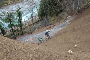 法面保護工事(JR大糸線沿線)リバーソイル工法で土砂崩壊斜面を復旧