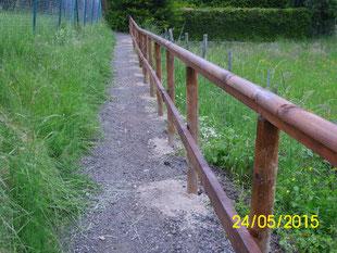 Am Pfingstsamstag wurde vom VVH dieses Geländer am Fußweg von der Ev. Kirche zum Friedhof gebaut. Das allte kaputte Geländer wurde entfernt.