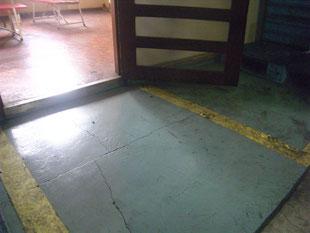 工場内段差スロープ:工事前