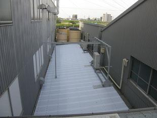 通路ポリカ屋根改修工事:工事後
