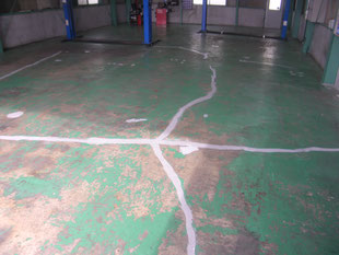 自動車整備工場塗床工事:工事前