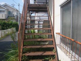 階段・通路の鉄骨補強:工事前