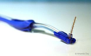 Am besten für große Zahnzwischenräume: Interdentalbürsten!