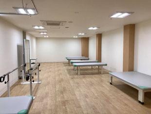 エメラルド整形外科疼痛クリニックのリハビリテーション室は、91.9平方メートルとかなり広いことが特徴です