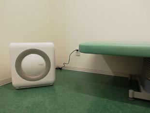 エメラルド整形外科疼痛クリニックは新型コロナウイルス対策としてウイルスを除去できるCoway社の空気清浄機を待合室・診察室・リハビリテーション室に設置しています