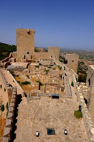 Photographie, Espagne, Andalousie, Jaén, alcazar, forteresse, santa catalina, vert, ocre, bleu, architecture, architecture militaire, citernes, Mathieu Guillochon