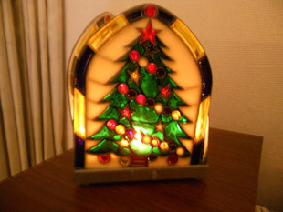 急に寒くなってきました。もうすぐ12月ですものね。レッスン室も少しずつクリスマスの飾りつけ。生徒のみんなとはクリスマス会の企画について話しています。今年もあっという間に終わりそう。