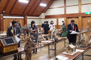 木工工作コンクール審査会の様子