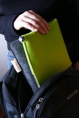 Verstauen in Tasche des grau/grünem Sitzkissen Bürostuhl Flowmo Pad
