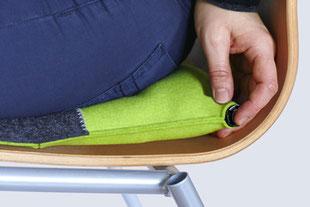 Luftablassen beim grau/grünem Sitzkissen Bürostuhl Pad