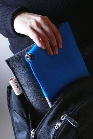 Verstauen in Tasche des grau/blauem Sitzkissen Bürostuhl Flowmo Pad