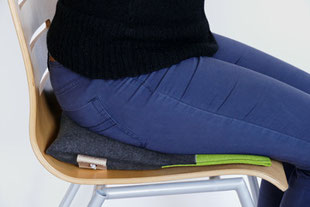 Individuell eingestellter Sitzkeil beim grau/grünem Flowmo Pad