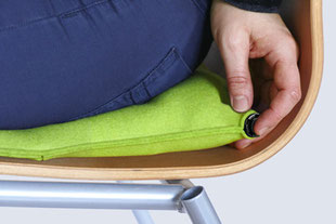Luftablassen beim hellgrünem Sitzkissen Bürostuhl Pad