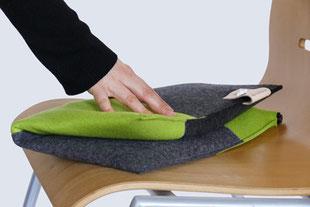 Falten des grau/grünem Sitzkissen Bürostuhl Flowmo Pad