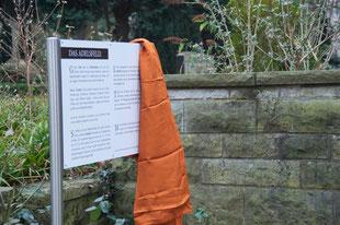 Informationsschild für das Adelsfeld auf dem Neuenhäuser Friedhof
