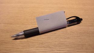 滑り止めグリップ代わりにボールペン、リーチャーなどにホッチキスで簡単にとめられる
