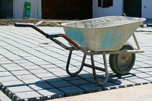 Saubere und hochwertige Durchführung von Garten- und Landschaftsbauprojekten