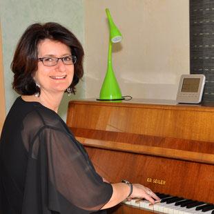 Claudia Breiter am Klavier
