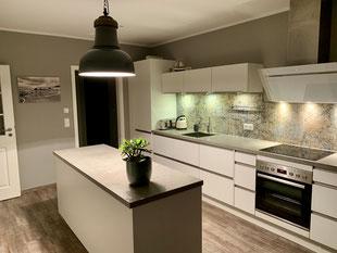 offene Küche ist vollausgestattet und macht Lust auf kulinarische und gesellige Abende.