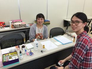 資格を取得したばかりの栃木県在住・青野房子セラピストとアシスタントのご子息。同期の跡田栄&たま江セラピストも群馬からご参加くださいました(写真がなくてすみません)。