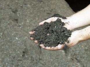 Biomüll kompostiert, Kompostmiete, Kompostierung