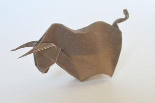Origamimodell von Alexander Kurth, gefaltet von ihm selbst aus handgeschöpftem Papier