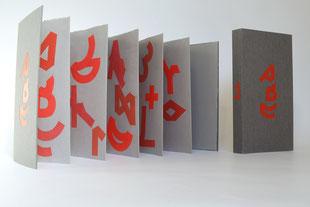 """""""ABC"""" (2012) - Ein Künstlerbuch von Thomas Meurer, hergestellt aus handgeschöpften Papieren in Zusammenarbeit mit John Gerard"""