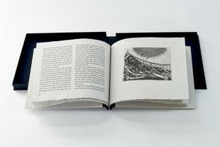 """""""The Pit and the Pendulum"""" (2005) - Ein Künstlerbuch mit einer Kurzgeschichte von Edgar Allan Poe, aus handgeschöpften Papieren mit 12 Radierungen von Prof. Thomas Rug, hergestellt in Zusammenarbeit mit John Gerard."""