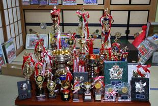 菅FC2010年度卒業生トロフィ