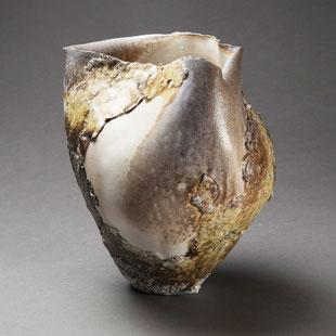Hélène Jous, porcelaine et sables volcaniques, cuisson Anagama / crédit photo : Jérémie Logeay